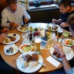 Zum Abendessen gibt's ein hervorragendes Bauernbuffet in der Schobermühle