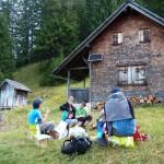 Jause vor der Spitztäle-Jagdhütte