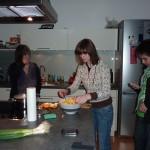 Zur Nachspeise zaubert Petra einen Fruchtsalat