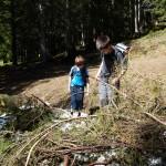 Der erste Altschnee-Rest wird im Tschuggen-Wald entdeckt