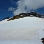 ... die ersten Schneefelder werden durchstiegen ...
