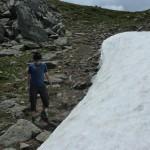 Ein Schneefeld, ganz kleine Schneeballschlacht, und eine lustige Rutschpartie