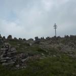 Das Wetterkreuz inmitten der über 100 Steinmänner
