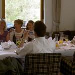 Mittagessen im Dolomitengolf - die Gratulantinnen