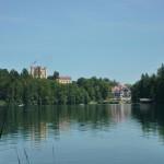 Schloss Hohenschwangau und das im Jahr 2011 neueröffnete Restaurant Alpenrose am See
